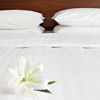 satin pillowcase white (pair)